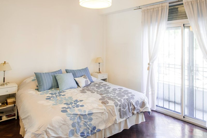 Bright Centrally Located Apartment in Buenos Aires, holiday rental in Buenos Aires
