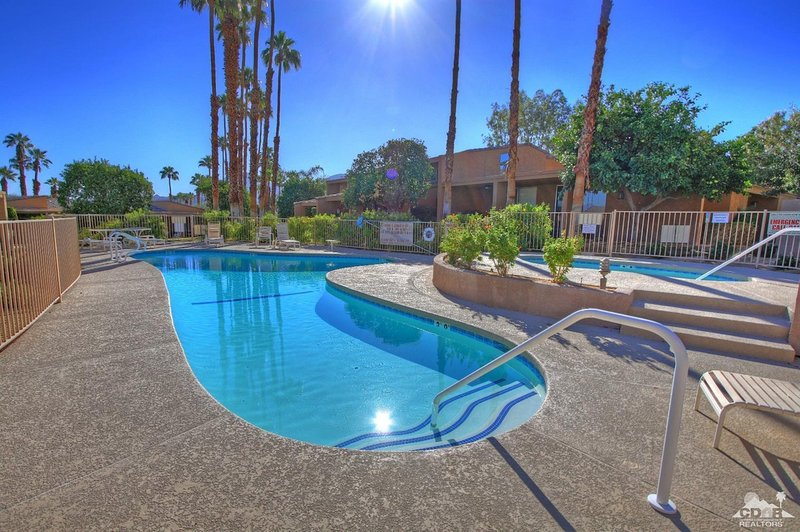 ZEN POOL VILLA - IRONWOOD CC-STEPS to JACUZZI/POOL, vacation rental in Palm Desert
