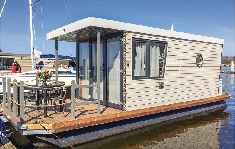 Awesome ship/boat in Demmin with 1 Bedrooms (DMV005), holiday rental in Loitz