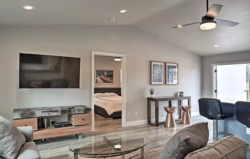 Comfortable #Staycay Close to Everything In Dallas, holiday rental in Farmers Branch