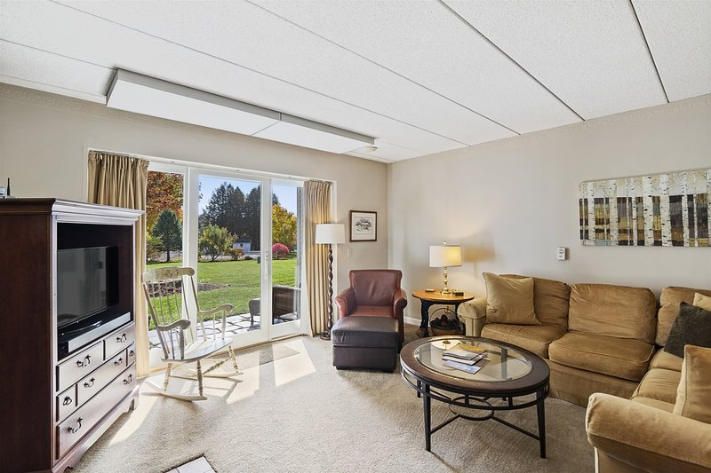 Beautifully Remodeled Ski-in/Ski-out** Lodge Condo at Toll House Lift  Beautiful, holiday rental in Underhill Center