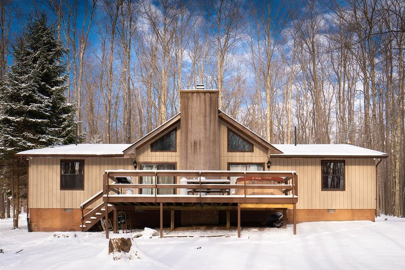 Mountain Treat  - 504 Bobcat Road  Mountain Treat - Lake Access, Pet Friendly, H, holiday rental in Canaan Valley