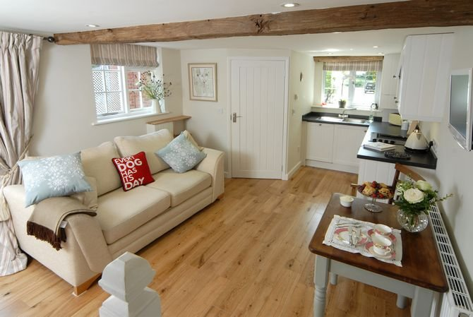 Holly Cottage Nr Broadway ,Cotswold  Hideaway In A Beautiful Village Setting, vacation rental in Badsey
