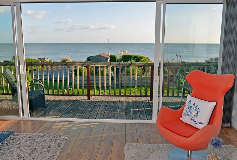 Tides Cottage - stunning sea views and beach garden sleeps 6 in 3 bedrooms, holiday rental in Pevensey