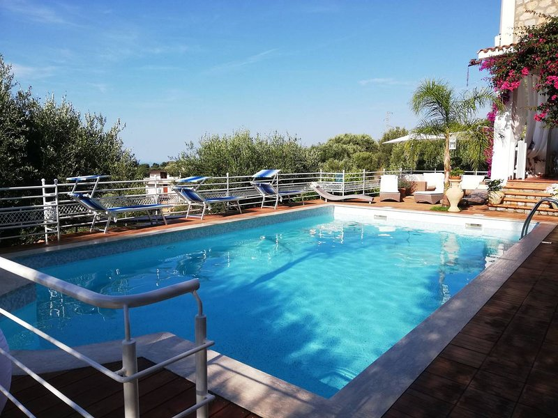 Camerota - Villetta Indipendente con Piscina, vacation rental in Acquavena