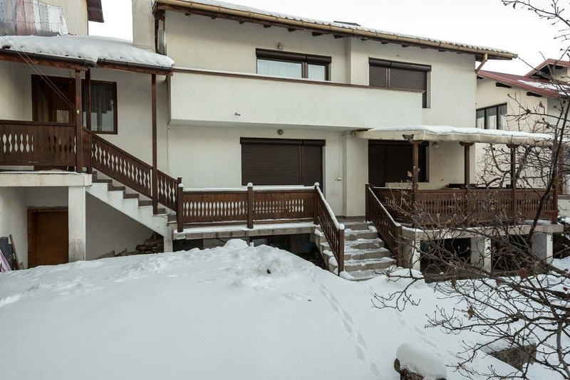 Chalet close to ski lifts with cozy atmosphere. Sleeps 12. Sauna!, vacation rental in Bansko