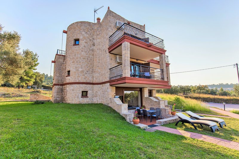 Villa Nature - Stone built - Sea & forest view, holiday rental in Kriopigi