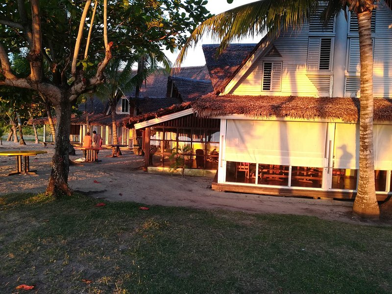 Enjoy you wonderful 1 bedroom right on the beach of Nosy be, holiday rental in Andilana