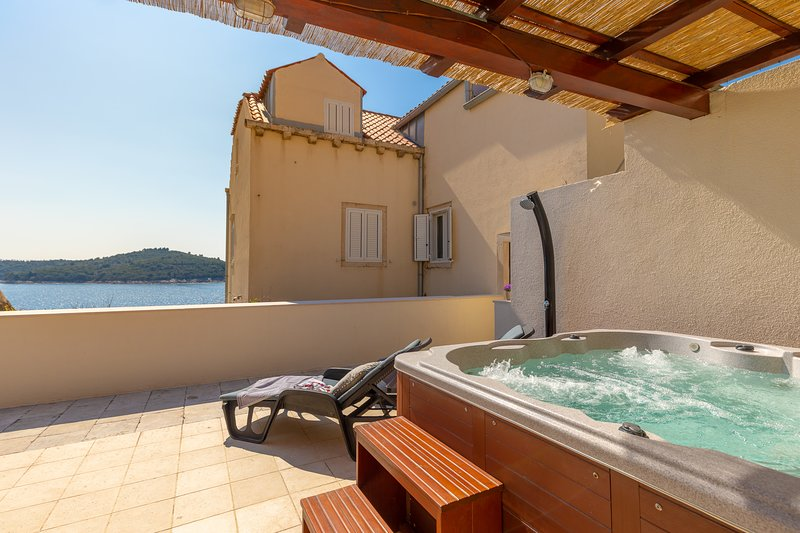 Hedera Estate, Hedera A19, holiday rental in Ploce