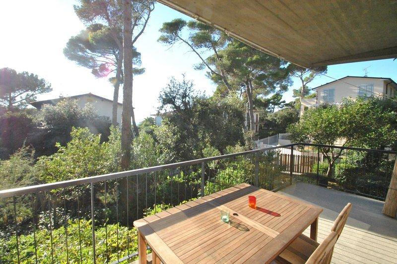 Nel verde con ampia terrazza - V. M. trilo Levante, holiday rental in Rosignano Solvay