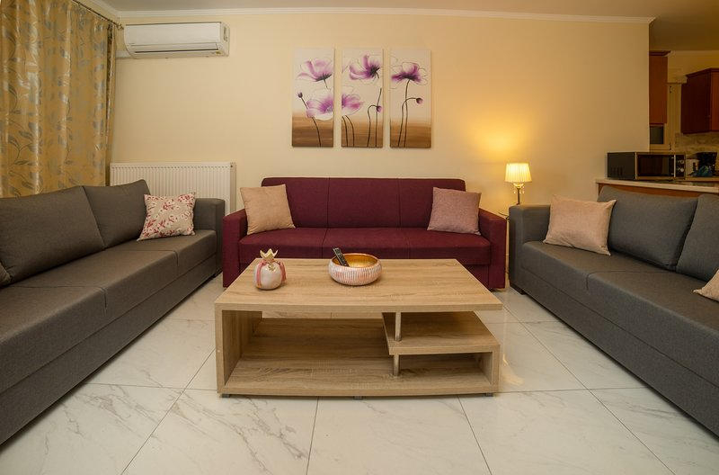 Zoe & Dennis Apartments - Dennis 3 Bedroom Apartment, holiday rental in Zakynthos Town