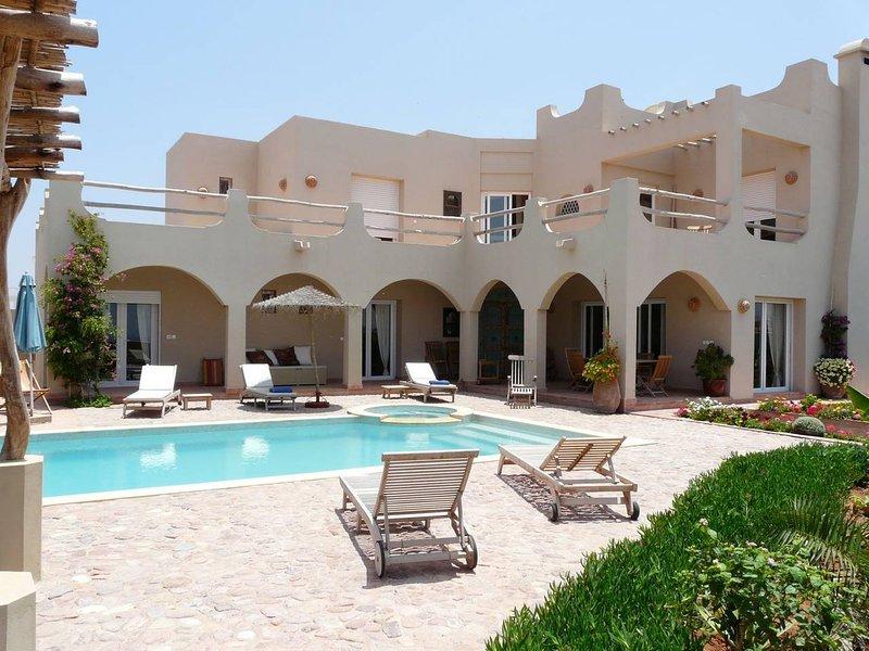 Grande Villa LUXE vue mer, jardin et piscine chauffée, vacation rental in Mirleft