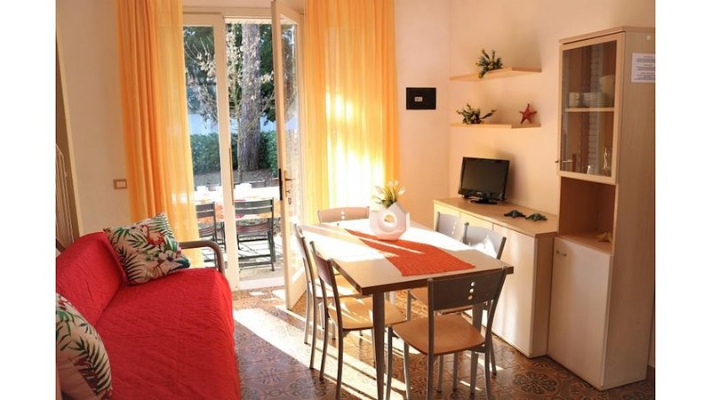 Villa Close to the Beach Bibione Pineda - Beach Place with Sunbeds Included, holiday rental in Bibione Pineda