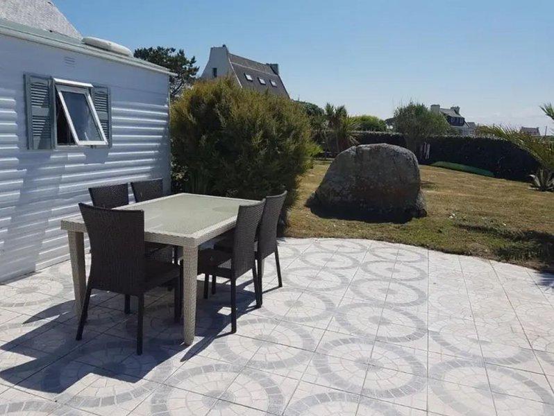 Nice property near the beach, location de vacances à Brignogan-Plage