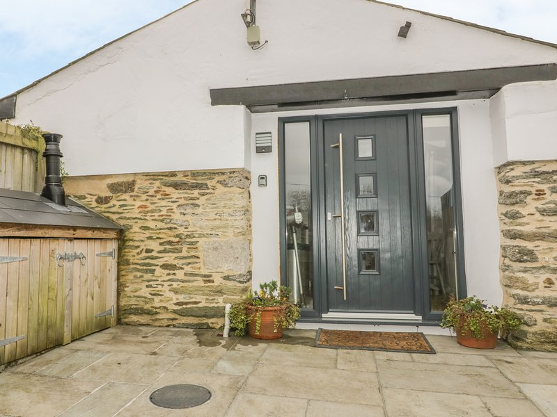 The Bolt Hole - a hideaway for 2 with parking, holiday rental in Crantock