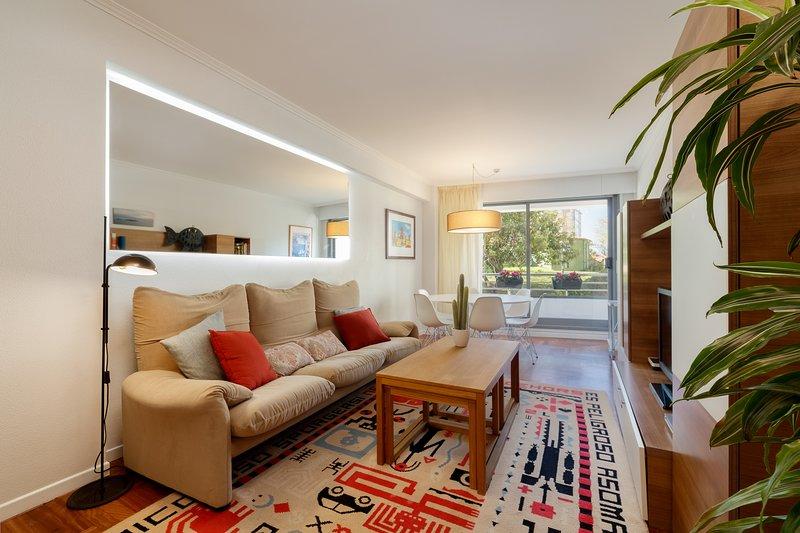 Apartamento con garaje +  paseo en nuestro velero, holiday rental in Vigo
