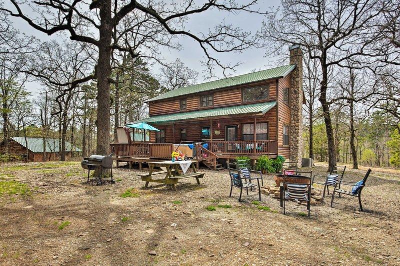 """Porta tutta la famiglia in questa casa vacanza in stile rustico, """"Eagle View Lodge!"""""""