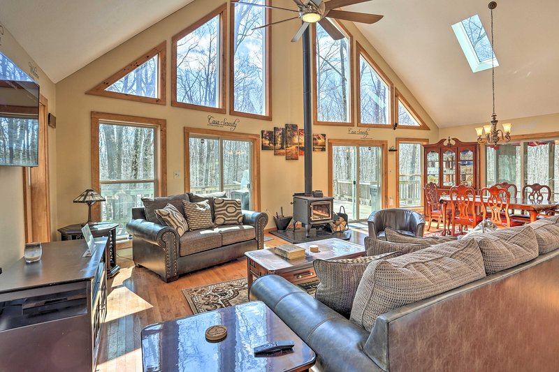 Book a trip to this 3-bedroom, 2-bathroom vacation rental cabin in Tobyhanna.