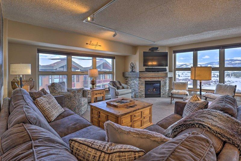 Reserve su escapada definitiva a las Montañas Rocosas a este condominio de 2 dormitorios y 2 baños.