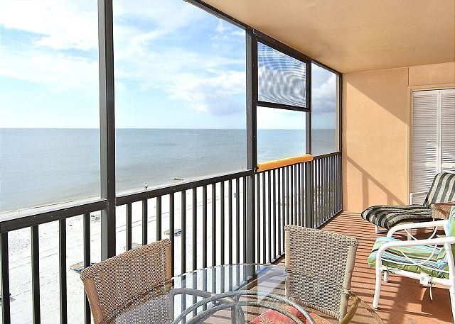 Villa Madeira 505 Beach/Pool/Gorgeous View/Updated -walk to Johns Pass!, location de vacances à Madeira Beach