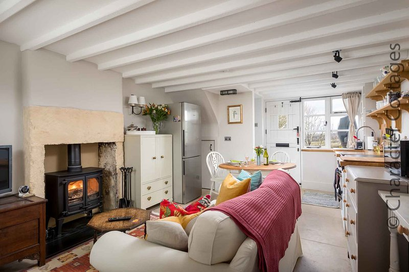 Bracken Cottage is a lovely home with stunning views of the Cotswold countryside, holiday rental in Paxford