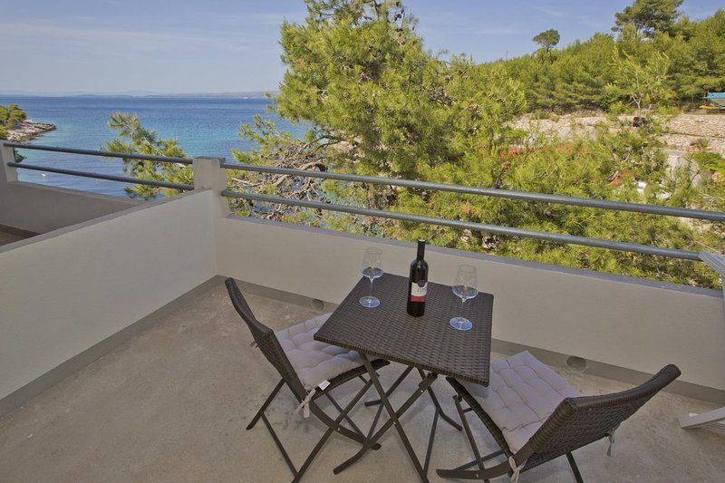 Stiniva Apartment Sleeps 2 with Air Con - 5468839, holiday rental in Brusje