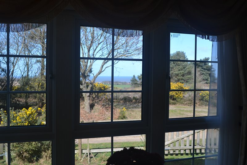 Mobile Home with Sea Views, Squirrels, Sheep and Seclusion in Award Winning Park, vacation rental in Salthouse