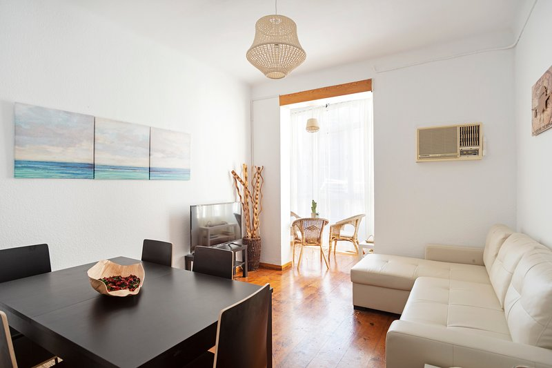 Modern 4Bed Apt next to Sagrada Familia
