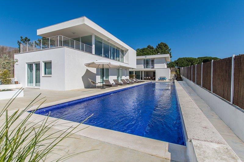 Villa Torroes 12 Pax - New!, casa vacanza a Aldeia do Meco