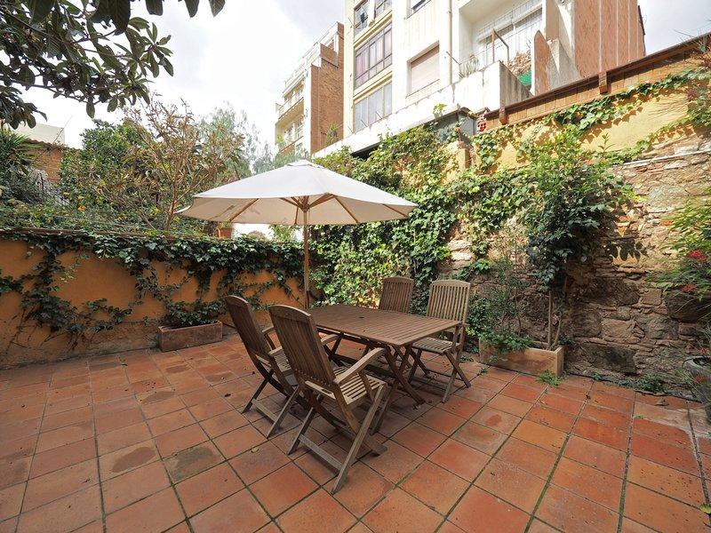 Stunning Private terrace apartament in Gràcia for 6, vacation rental in Vallmanya