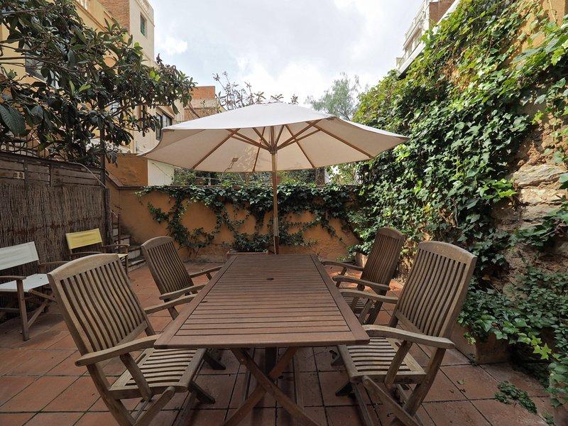 Private terrace apartament in Gràcia for 6, vacation rental in Vallmanya
