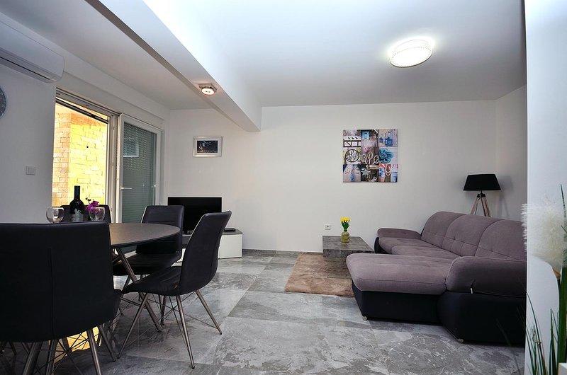Salón, Superficie: 12 m²