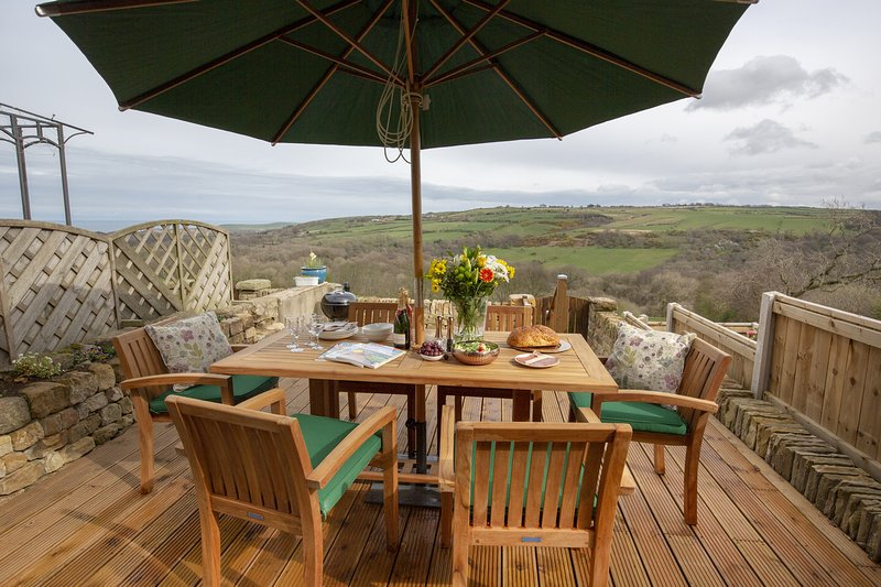 Beautiful Stone Built Terraced Cottage with Stunning Sea Views, vacation rental in Brotton