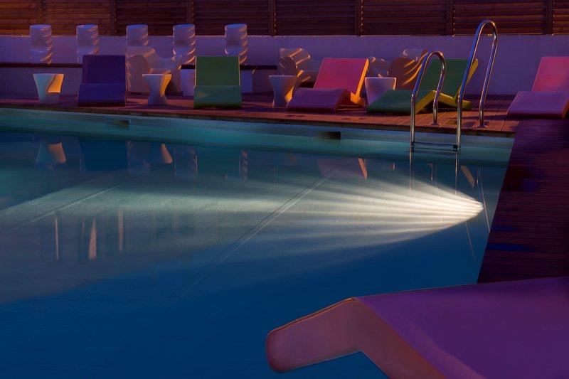 ¡Disfruta de la espléndida piscina!