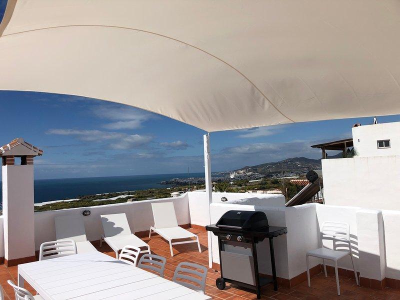 CASA OLIVO MARO,Townhouse mit spektakulärem Meerblick von privaten Terrassen, holiday rental in Maro