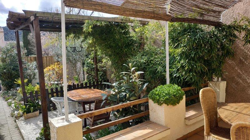 Maison 120m2 proche Cassis, 3 Chb, double terrasse, location de vacances à Roquefort-la-Bédoule