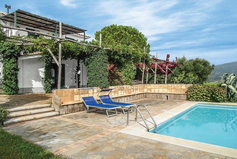 Stunning views. Villa with wifi and private pool, aluguéis de temporada em Metrano