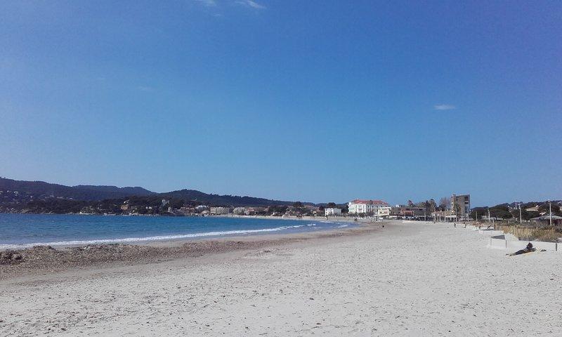 La plage à pied, T2 climatisé pour 6 personnes, casa vacanza a La Seyne-sur-Mer