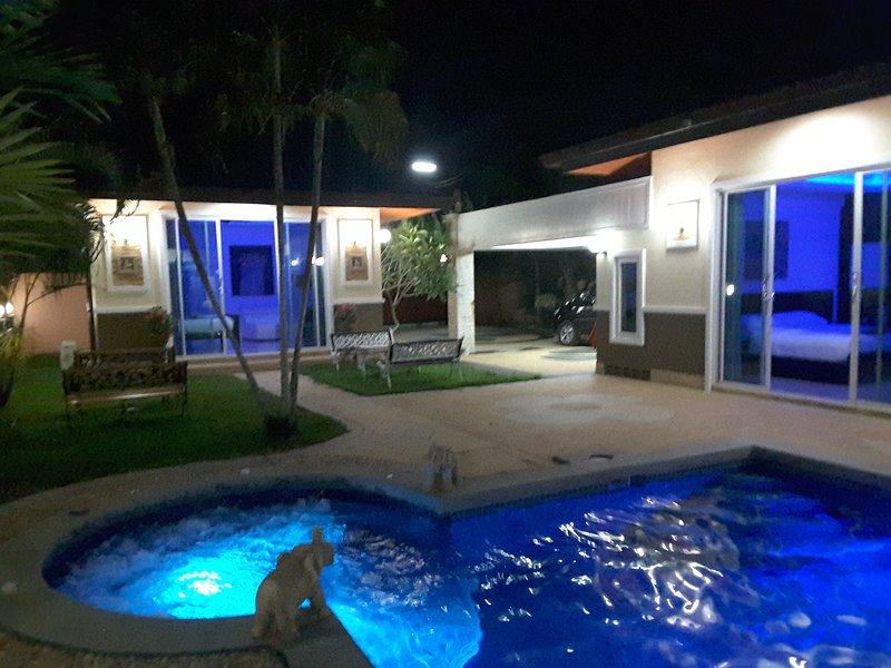 PHUKET LUXURY VILLA FOR RENT, holiday rental in Thep Krasattri