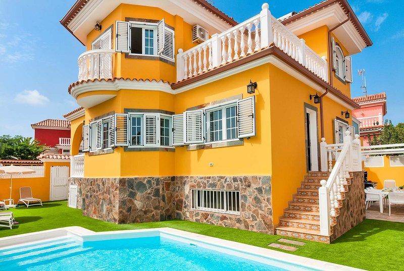 4 bed villa close to Maspalomas., location de vacances à El Tablero