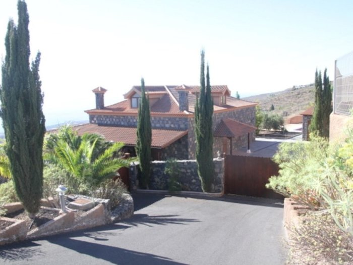Beautiful Country Villa With Private Pool And Car Included., holiday rental in Barrio Los Menores