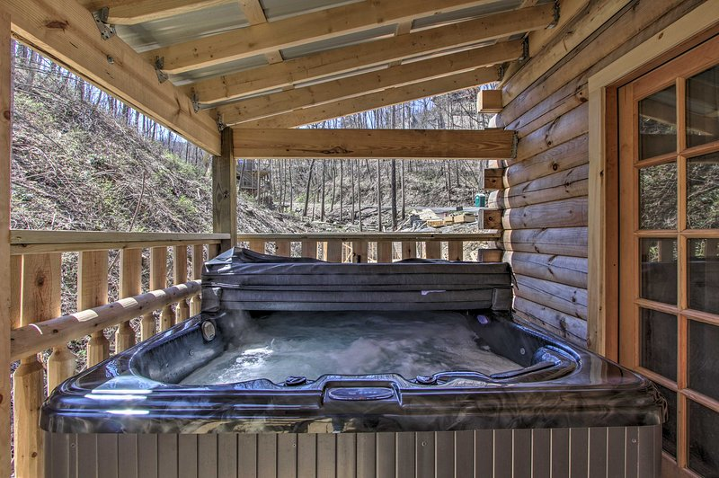 Soak it up in the hot tub on cool nights in Gatlinburg.
