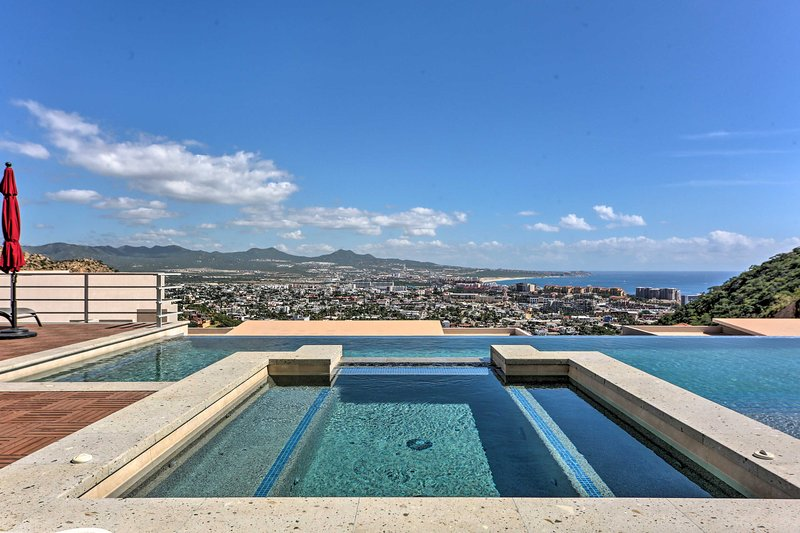 This vacation rental condo has a community pool overlooking the city and ocean!