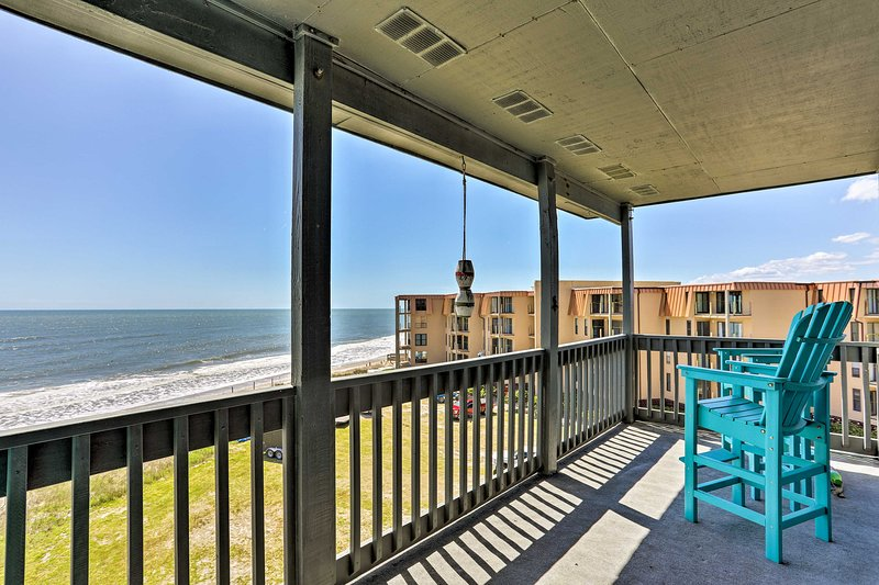 Topsail Beach Oceanfront Oasis w/ Stunning Views!, vacation rental in Jacksonville