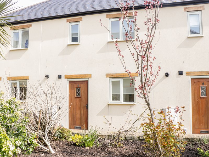 9 MALTHOUSE COURT, WiFi, Open-plan living, Pet-friendly, Watchet, holiday rental in Watchet