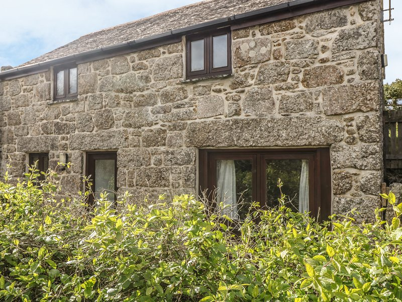 LOWER RISSICK COTTAGE converted barn, private garden, vaulted ceiling, electric, casa vacanza a Sennen