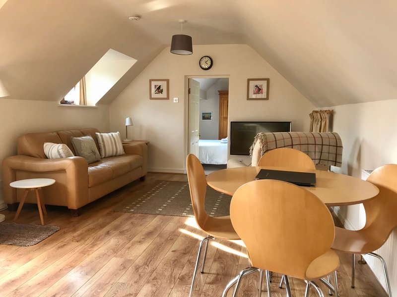 The Hayloft , Bodenham, Herefordshire - Idyllic riverside accommodation, Ferienwohnung in Hereford