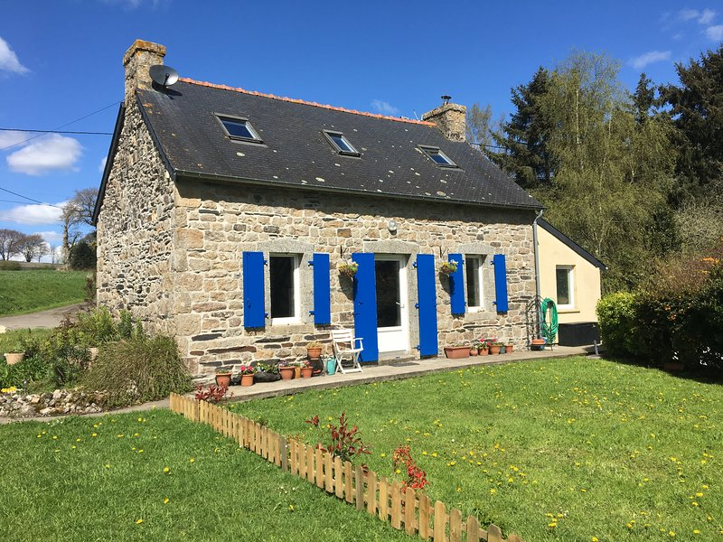 Maison Tina a character detached stone cottage., holiday rental in Carnoet