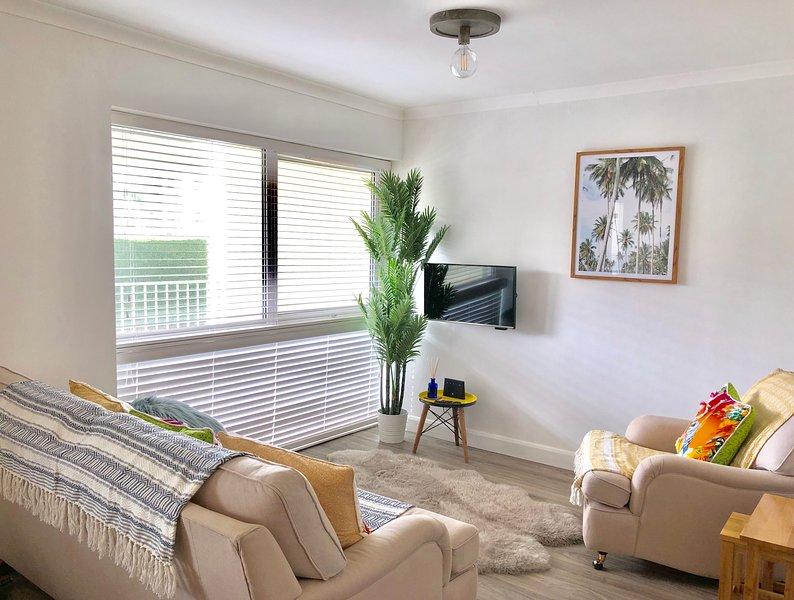 Westward Apartment, Polzeath Beach, Parking, Sleeps 4, vacation rental in Trebetherick