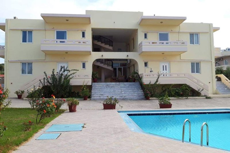 Litinas Apartment 12 with pool & balcony with garden view, Ferienwohnung in Agia Marina